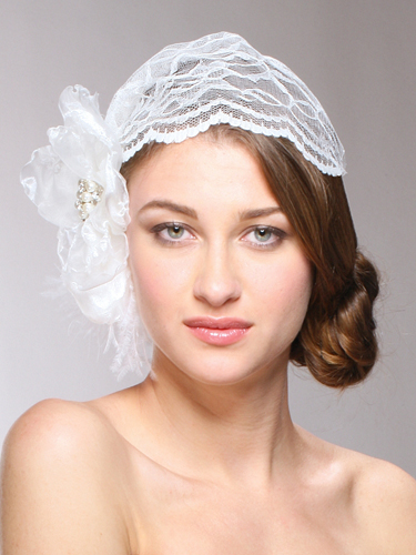 this cloche inspired cap guarantees Hollywood wedding glamour