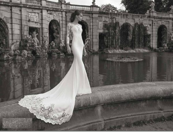 Chica Exquisite satin and lace mermaid wedding dress